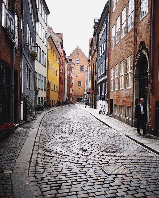 An oldie but goldie. Copenhagen cobblestone streets 👌🏻