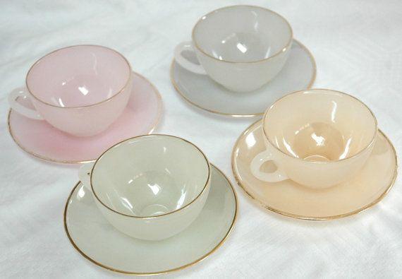 Caramelle colorate teaset vintage vetro Arcopal di TuckshopChina