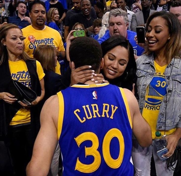Ayesha cheers up Steph after a tough loss. Now that's what I call love.  (Check the link in the comments!)