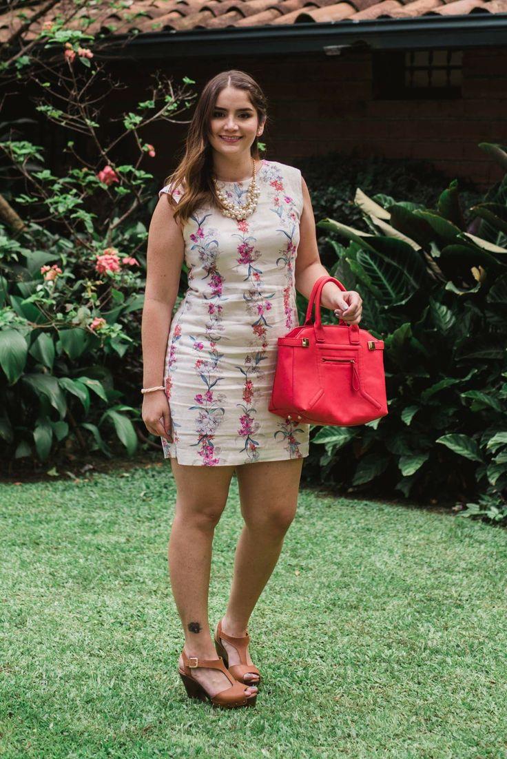 Flower dress, Orange bag, high  heels. | Vestido de flores, bolso naranja, tacones altos.