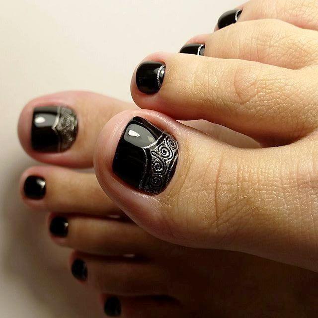 Black Toe NailArt