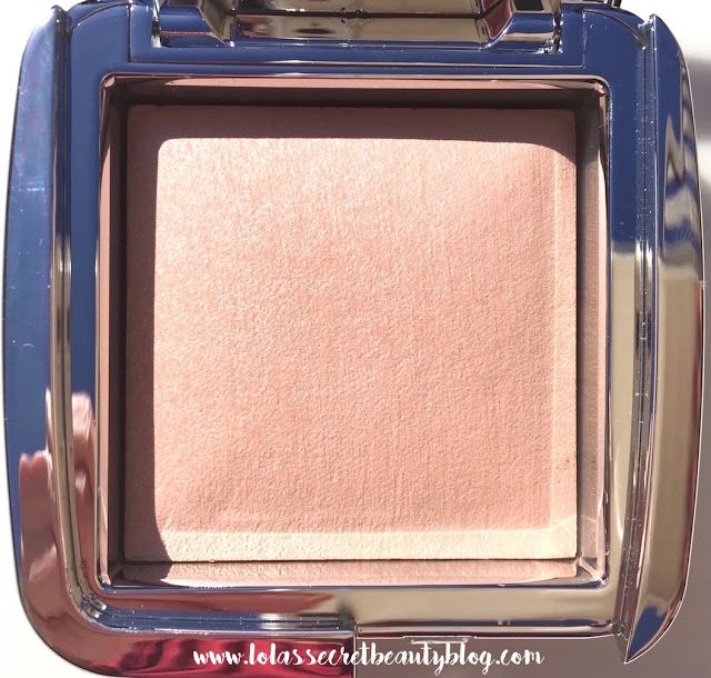 lola's secret beauty blog: HOURGLASS Ambient Strobe Lighting Powder in Iridescent Strobe Light | Review and Swatches