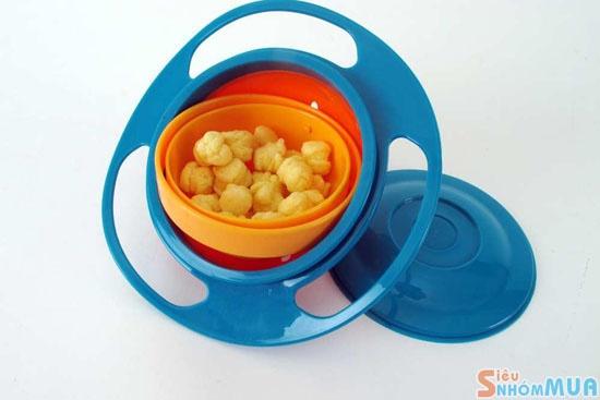 """Bát thông minh Gyro BowlBát thông minh Gyro Bowl là đồ chơi đặc biệt dành cho bé đang độ tuổi tập ăn. Kích thích bé khám phá và ham muốn đồ ăn trong """"vật thể lạ"""" đó."""
