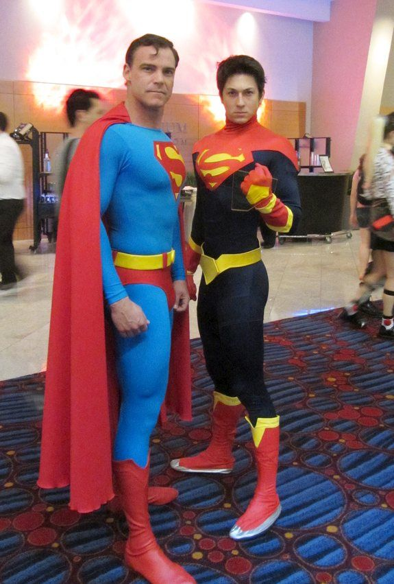 Superman old and future cosplay Dc Cosplay, Superman Cosplay, Male Cosplay, Best Cosplay, Superhero Cosplay, Gay Costume, Movie Costumes, Cosplay Characters, Dc Comics Characters
