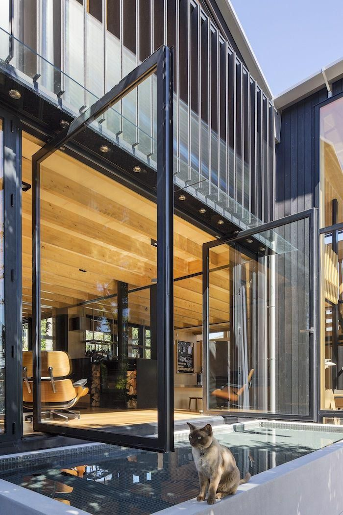 brise soleil, lamelles métalliques orientables, maison moderne magnifique