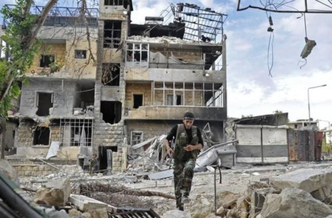 Puluhan wanita dan anak-anak gugur dan terluka dalam serangan rezim Nushairiyah di Aleppo timur  ALEPPO (Arrahmah.com) - Sedikitnya 25 warga sipil gugur pada Selasa (29/11/2016) dalam serangan udara rezim Nushiriyah di kota barat laut Suriah Aleppo menurut seorang pejabat pertahanan sipil Suriah sebagaimana dilansir WB.  Berbicara kepada Anadolu Agency Ibrahim Abu Laith mengatakan pesawat-pesawat tempur rezim telah menargetkan warga sipil ketika mereka mencoba menyelamatkan diri dari distrik…