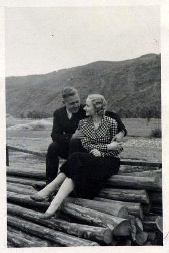 1940's: 1940S Photos, Vintage Couple, Photos 1940S, 1940S Pictures, Vintage Romance, Vintage Photo, 1940 S Couple, 1940S Romance, 1940S Couples