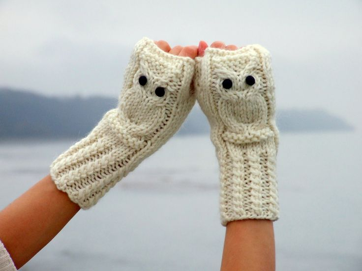Hedwig owl fingerless mittens / gloves in white made of wool alpaca acrylic yarn blend, via Etsy.