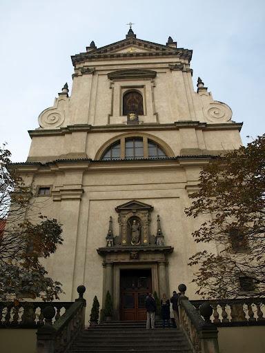 Praga. La Iglesia de Nuestra Señora de la Victoria en Malá Strana es la iglesia barroca más antigua de Praga - República Checa y uno de los sitios de peregrinaje más visitados por católicos de todo el mundo, puesto que en ella se encuentra la imagen del venerado Niño Jesús de Praga