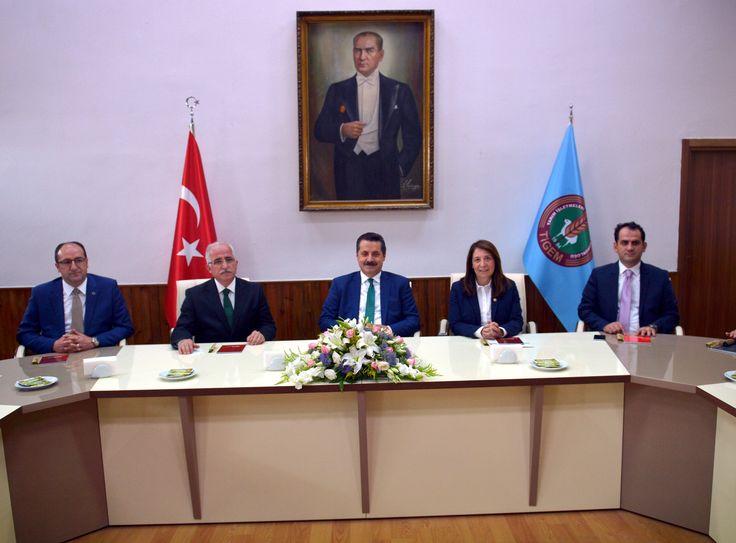 """Gıda Tarım ve Hayvancılık Bakanı Faruk Çelik, Tarım İşletmeleri Genel Müdürlüğü'nün (TİGEM) Eskişehir'in Mahmudiye ilçesinde bulunan Anadolu Tarım İşletmesi'ndeki """"Tarım ve Hayvancılık"""" konulu toplantıya katıldı. [15 Haziran 2016]"""