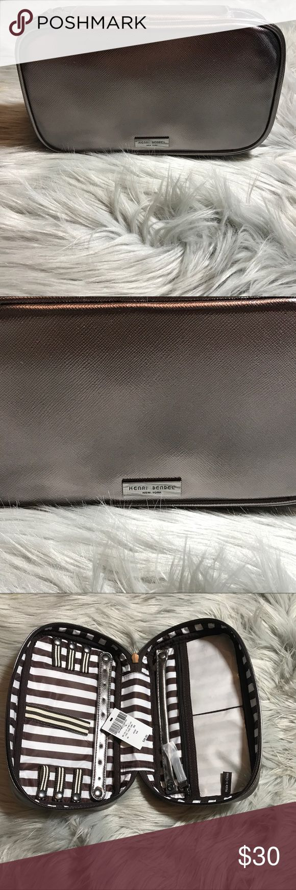 Henri Bendel Metallic Jewelry Travel Case NWT Metallic Jewelry Travel Case. Does not come with dust bag. Perfect to keep all of your Jewelry in place while traveling. henri bendel Bags Travel Bags