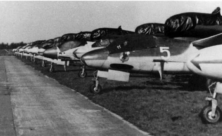 Heinkel-162 1/ JG1 line up