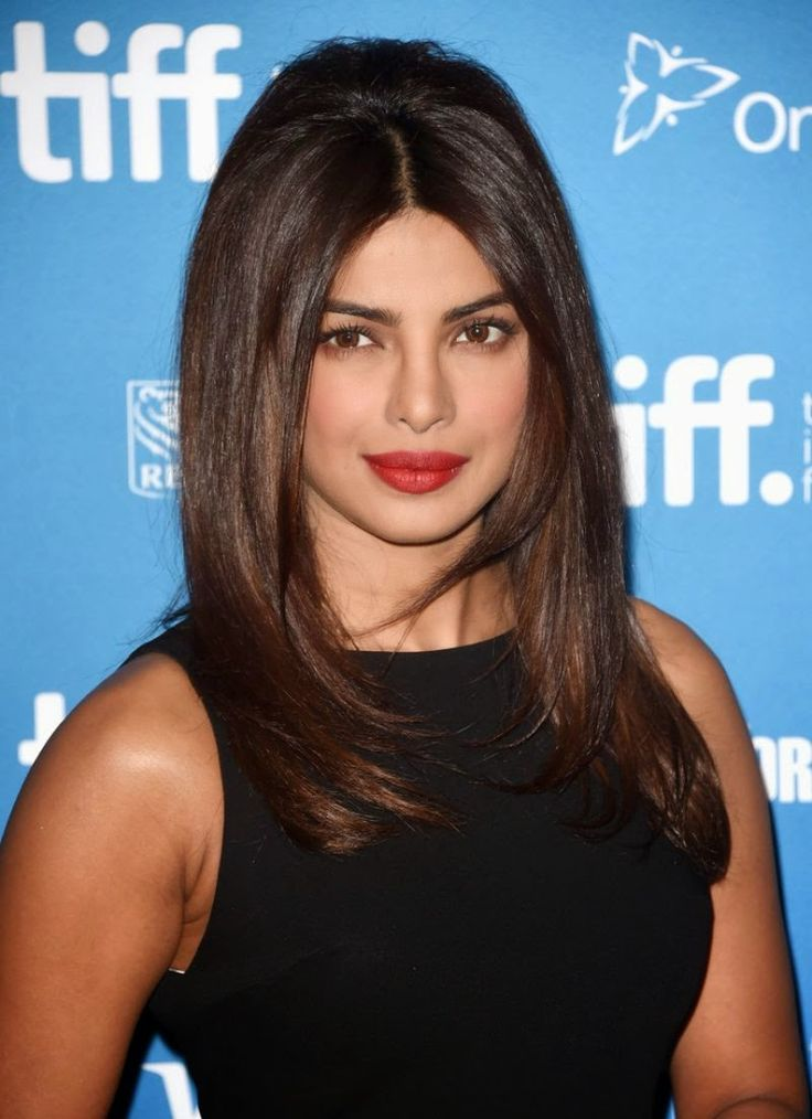 Priyanka Chopra wears an Alice + Olivia LBD for the 'Mary Kom' Photocall