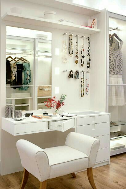 Gorgeous powder room to get ready for the day | Ledyz Fashions || www.ledyzfashions.com