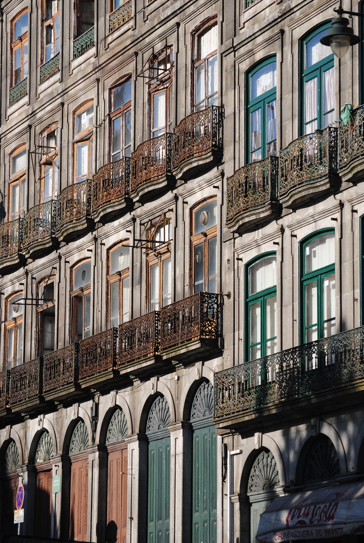 Edifícios na Rua Mouzinho da Silveira www.webook.pt #webookporto #porto #arquitectura