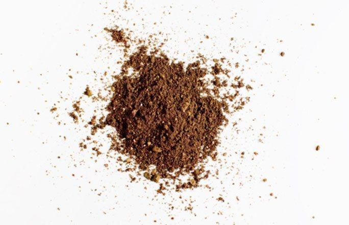 Heilerde - Sodbrennen Hausmittel: DIE besten Lebensmittel gegen Sodbrennen - Heilerde gibt es als Pulver oder in Kapseln. Sie hat sich als Hausmittel bei Magen-Darm-Beschwerden bewährt, denn die enthaltenen Mineralien binden die überschüssige Magensäure und haben eine entzündungshemmende Wirkung...