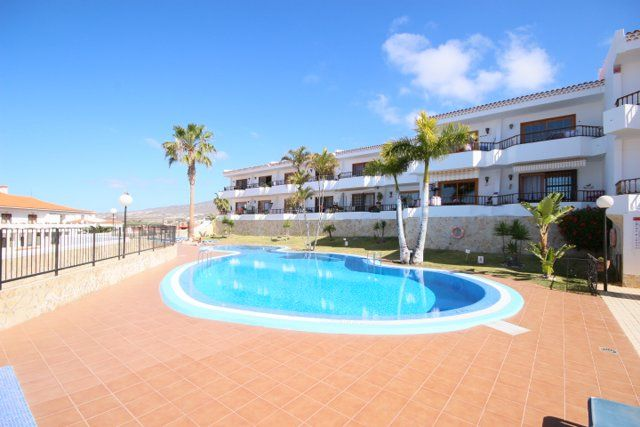 Wady Properties offers For Sale Refurbished 1 bedroom apartment available on the Bounganvillas Complex in Torviscas. Apartment comes fully furnished, fitted kitchen and has beautiful views of the pool and ocean. Complex is located only a 5 minute walk from the C.C.Gran Sur and all shops, bars and restaurants. Excellent rental potential!
