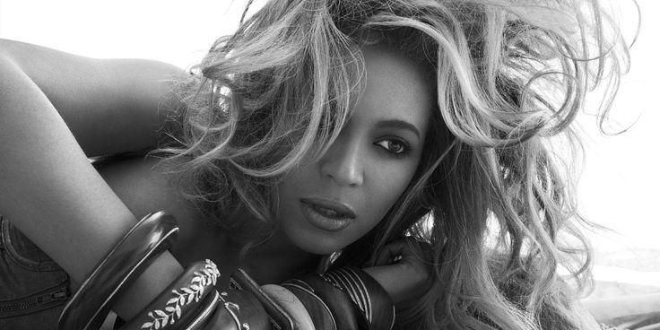 Alors qu'elle fera encore une fois partie du Super Bowl cette année, le sixième album de Beyoncé est bel et bien terminé et pourrait sortir dans les jours qui viennent, aficia vous en dit plus. Après le succès de son album surprise «Beyoncé» en décembre 2013, qui a battu des records de ventes, Queen B …