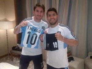 """El regalo del """"tío Kun"""" para Thiago Messi"""