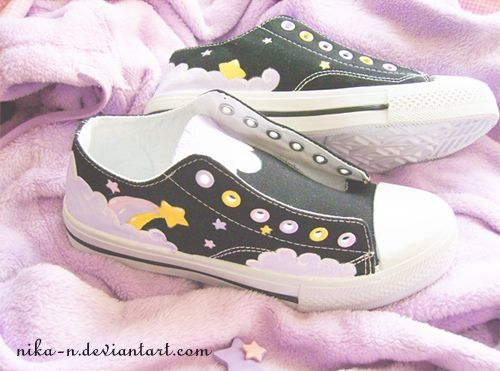 ✿*゚'゚・✿.。.:* Magic Pearl Heart*.:。✿*゚'゚・✿.: DIY Fairy Kei Painted Sneakers (idea)