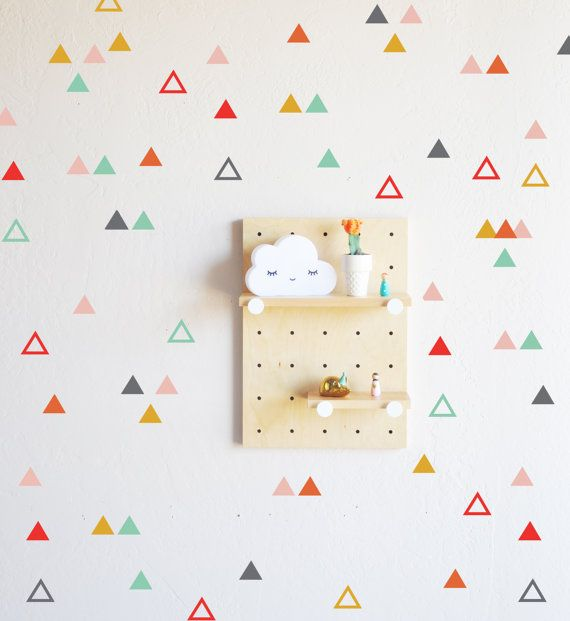 Etsy, chez https://www.etsy.com/fr/listing/271738398/triangle-ludique-combo-sticker-mural