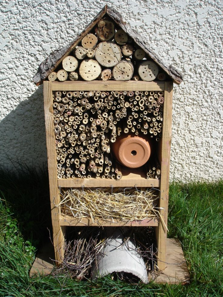 17 best images about bug hotels mason bees on pinterest - Hotel a insectes ...
