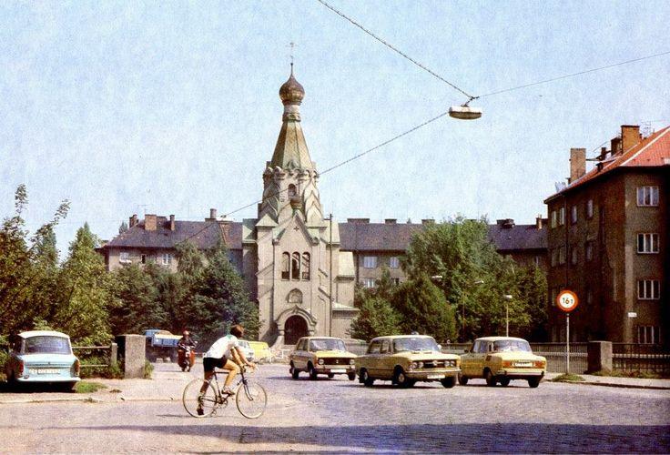 Pravoslavný chrám sv. Gorazda letos slaví 75 let od dokončení. Málokdo ví, že má své o deset let mladší dvojče ve slovenských Medzilaborcích. Fotografie Antonína Gribovského z roku 1980