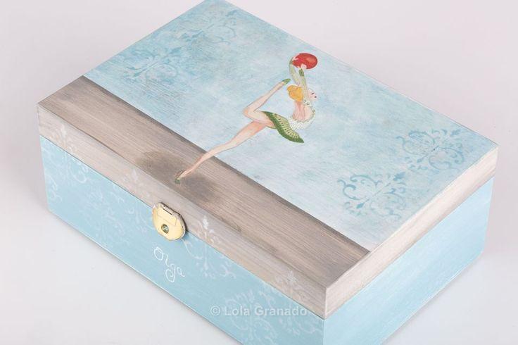 #Joyero #bailarina de #balletpara Olga, de #madera pintado a mano.  www.lolagranado.com