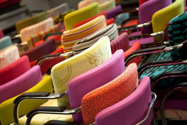 Al onze klanten gebruiken het, dus het moet perfect zijn: de stoel. In 2008 hebben wij onze eigen Regardz vergaderstoel ontwikkeld, met inzet van onze medewerkers en klanten. Wij zijn erg trots op het resultaat; een mooi ontwerp dat qua comfort niets te wensen overlaat.
