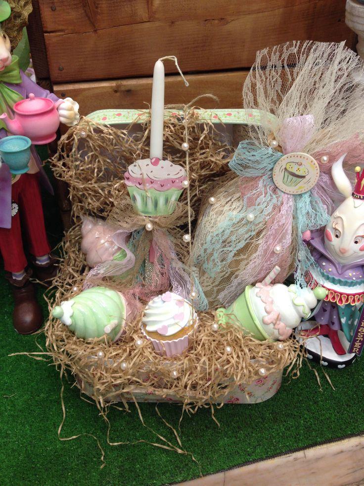 Vintage τσάντα με cupcake κουμπαρά & μπιζουτιέρα! Περιέχει σοκολατένιο αυγό & λαμπάδα! www.nikolas-ker.gr