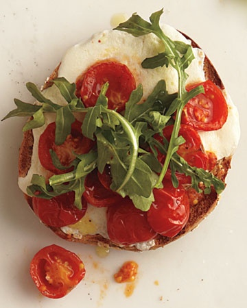 Roasted Tomatoes and Mozzarella on a Whole-Wheat Bagel, Wholeliving.com #healthylunches #vegetarian