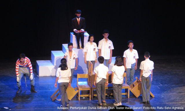 AKARPADINEWS.COM | ADA tiga peristiwa yang menjadi sorotan publik menjelang peringatan Hari Teater Dunia pada 27 Maret 2016 lalu. Ketiga peristiwa yang terjadi di Bandung, Jawa Barat itu yakni: