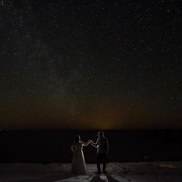 I love how clear the sky is on cold crisp winter wedding days. @serenitycottage #winterwedding #wedding #weddingphotography #nightphotos
