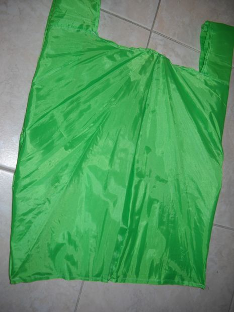 tutorial for making a shopping bag from an old umbrella - this fabric would be ideal for an interior pocket that the bag folds down into