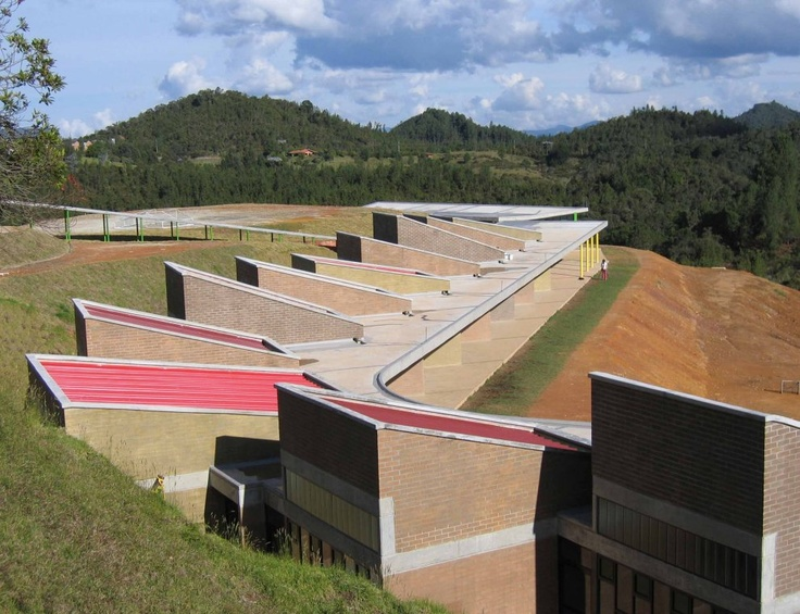 HONTANARES SCHOOL, Medellin, Colombia - A project by plan:b