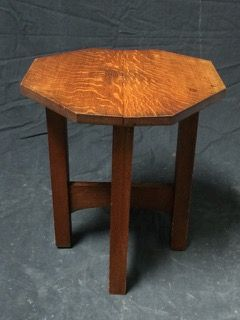 ANTIQUE TIGER OAK OCTAGON SHAPED SMALL ACCENT TABLE. 21H X 18W X 18D