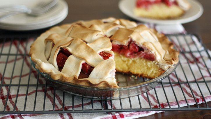How to Bake a Strawberry Pie Cake