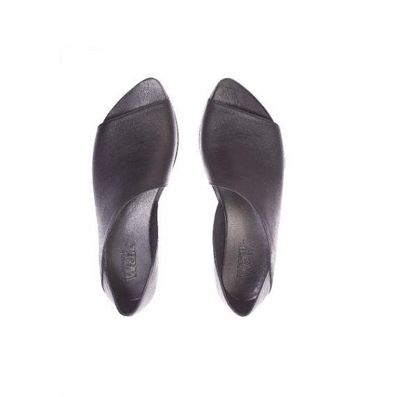 Black flat evening shoes / Slip on shoes / par WalkByAnatDahari, $245.00