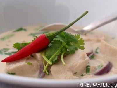 Thom kha gai, Trines versjon  http://trinesmatblogg.no/2011/05/27/thom-kha-gai-thailandsk-kokossuppe-med-kylling/
