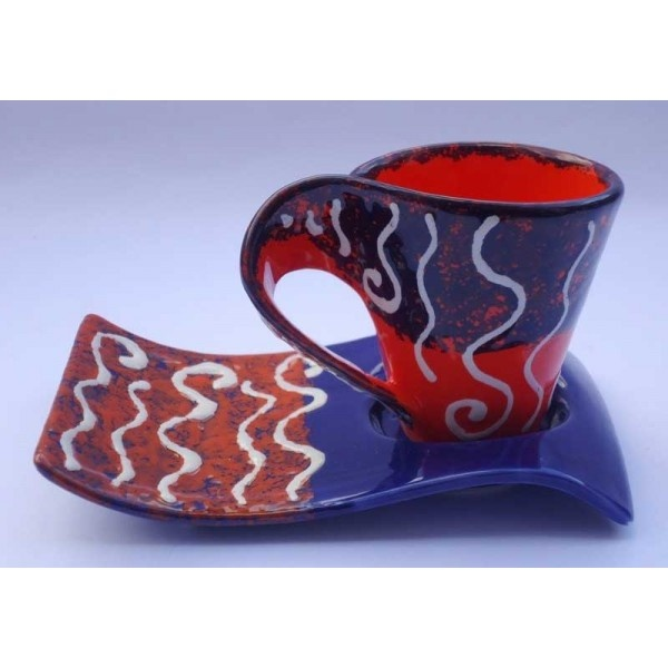 Ceramica Artistica  Tazza da the con piattino a onda in ceramica decorata a mano, realizzata a Cava de' Tirreni  Tazza: diametro cm 8 - Altezza cm 10. Piatto cm 18 x 10.  Maggiori info su: http://www.keramos.it  Per contatti diretti: info@keramos.it    Ceramic Art  Cup of tea with saucer-shaped wave in hand-decorated ceramics. Made in Cava de' Tirreni  Cup: diameter 8 cm - Height 10 cm. Saucer 8 x 10 cm.  More info on: http://www.keramos.it  Direct contact: info@keramos.it