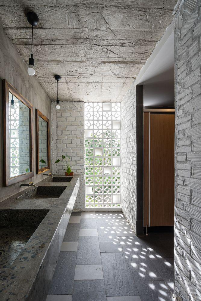Gallery of Ccasa Hostel / TAK architects - 32