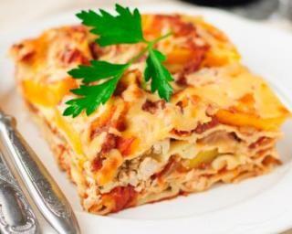 Lasagnes légères à la dinde et sauce tomate : http://www.fourchette-et-bikini.fr/recettes/recettes-minceur/lasagnes-legeres-la-dinde-et-sauce-tomate.html