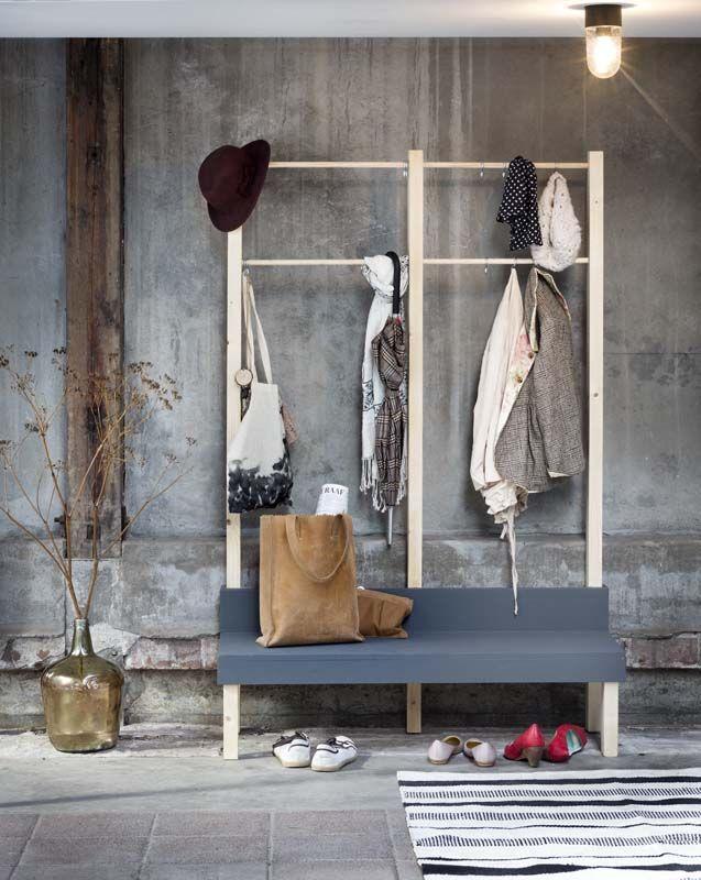 Een effectieve oplossing voor de jassen, tassen en schoenen in de hal. #klusidee #diy #karwei
