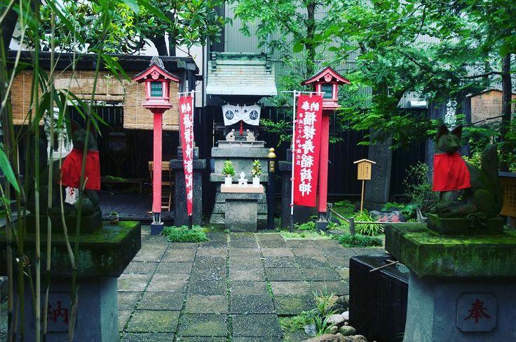 Searching for ghosts in #Yotsuya I entered the Oiwa Inari where lady Oiwa spirit lies.  #HypeinTokyo #Oiwainari #Shinjuku #japanawaits #japantravelcom #ikitaijapan #japanwireless #discoverTokyo #gaijinpottravel #Tokyo_bigcity #instagramjapan #team_jp_ #IGersJP #Japan_vacations #bcntb #viatgersDC #catalanspelmón #LiveTravelChannel #TravelStoke #lonelyplanet #BBCTravel #TheGlobeWanderer #theculturetrip #travelphotography #nomadephotographers #worldnomads #四ツ谷 #新宿区 #お化け