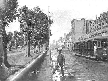 Blockboy in Elizabeth St 1909