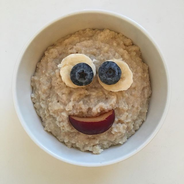 Tuesday 🐝HAPPY!  #crazyhappy #smilefeeder #haveagoodday #oatmeal #healthylife #healthybody #healthymind #breakfast #tuesday #morningpic #porridgestagram #porridgepassion #porridgelover #porridgesmileys #porridge #smileistheprettiestthingyoucanwear #terveellinenaamupala #hyvämieli #hyväpäivä #everydayisanewopportunity