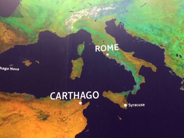 Dit is een kaart waar je de afstand tussen Rome en Carthago kan zien. Ook is Syracuse afgebeeld, een haven die de romeinen veroverd hadden, velen zijn hier gestorven onder andere Archimedis