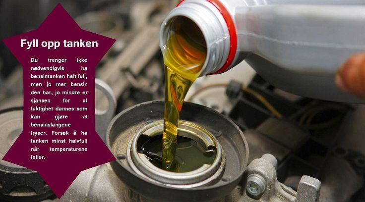Drivstoff   Å kjøre tanken nesten tom kan være skadelig for kjøretøyet i kaldt vær. Å holde tanken full reduserer risikoen for at noen av kanalene fryser. Du bør ha en vinterpakke i bagasjerommet på kjøretøyet ditt som minimum inneholder en skuffe, varseltrekant, startkabler, et termopledd og en lommelykt som kan vise seg å være uunnværlig i en nødsituasjon. Et førstehjelpssett er også bra å ha tilgjengelig. #piggdekk