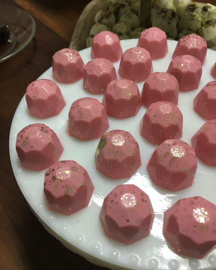 Chocolatria - São Paulo (Simone Izumi): Bombons cheesecake de framboesa.