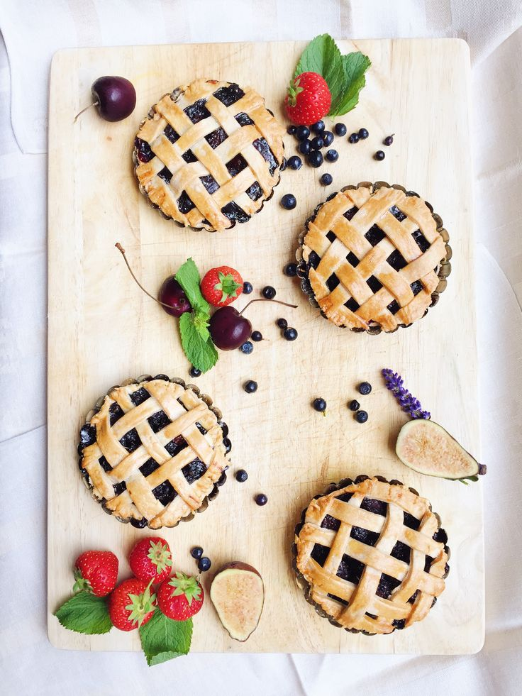 Mini Berry Pie board!   By Cake Me! Oslo www.facebook.com/cakemeoslo